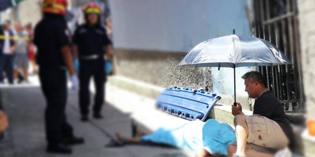 Hombre persigue a asesinos de su esposa por los callejones de la zona 21
