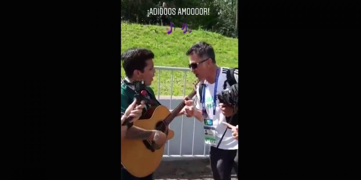 Christian Nodal le llevó serenata a la selección Mexicana