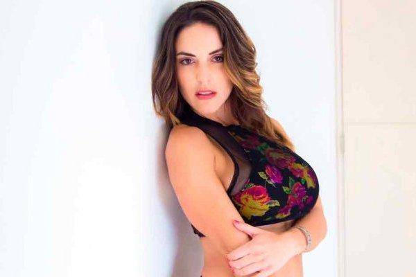 """La presentadora de Azteca Deportes es la segunda persona del programa que ve vulnerada su privacidad, las fotos de su """"pack"""" ya se han hecho viral en las redes."""