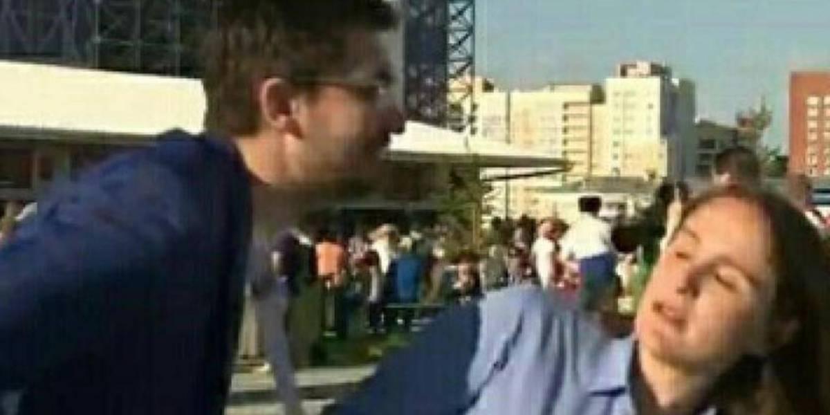 Nuevo caso de acoso en el Mundial: aficionado trató de besar a periodista mientras transmitía en vivo
