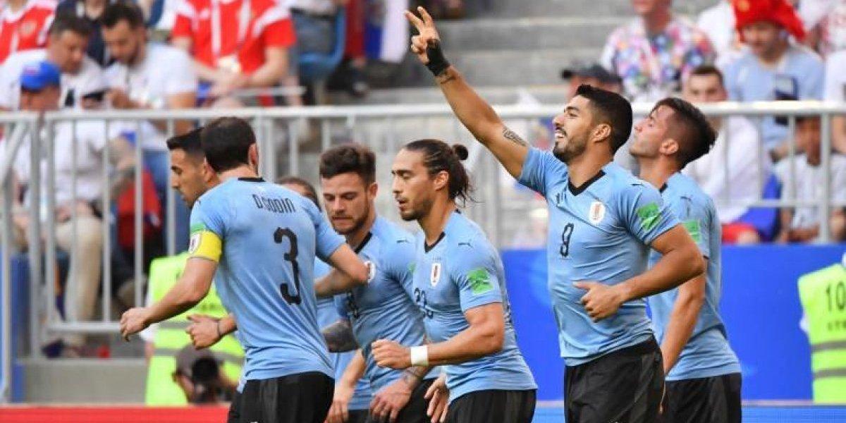 Uruguay baja de las nubes al anfitrión del Mundial y gana el grupo A