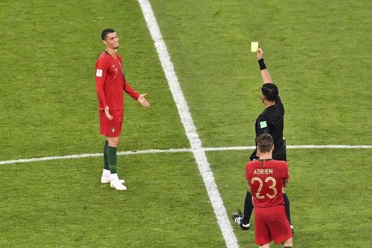 Momento en que Cristiano Ronaldo es amonestado