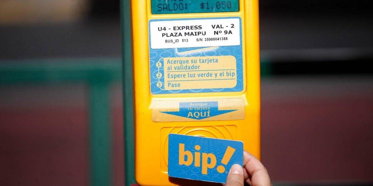El costo de la vida sigue subiendo en Santiago: pasajes del Transantiago tendrían nueva alza en octubre