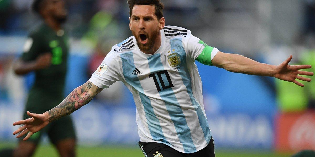 FOTO. Messi celebró su golazo con la bandera de Guatemala como fondo