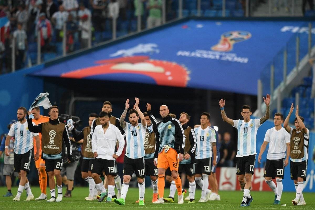 La selección de Argentina festejó con su afición el pase a los octavos de final.