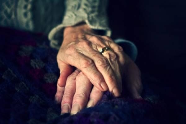 anciana manos