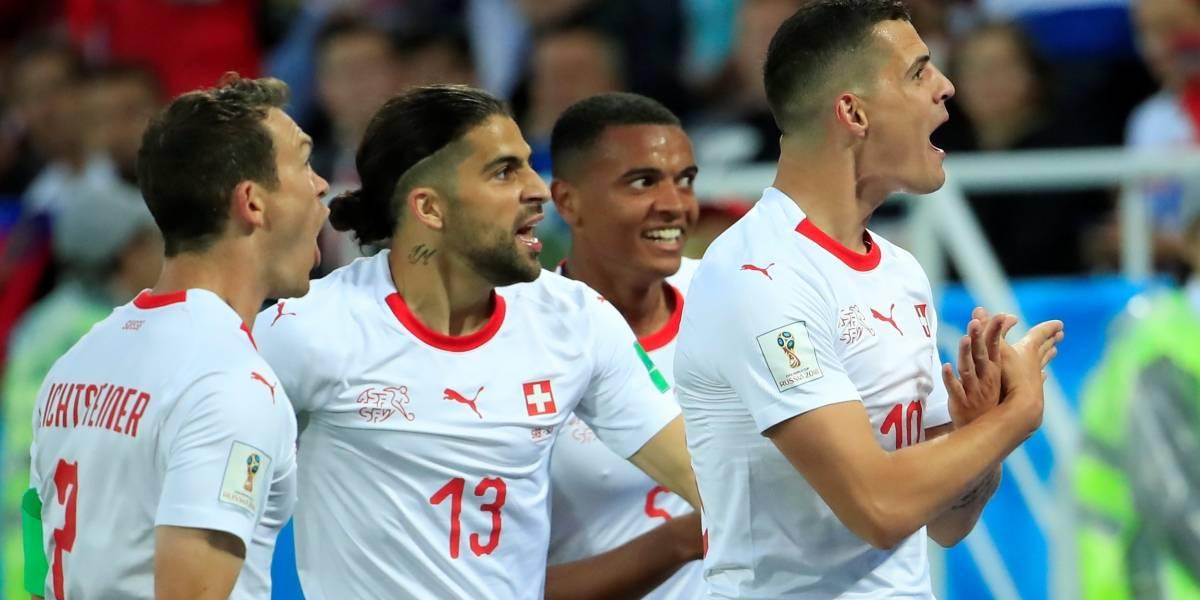 Fifa multa dois jogadores por comemoração pró-Kosovo