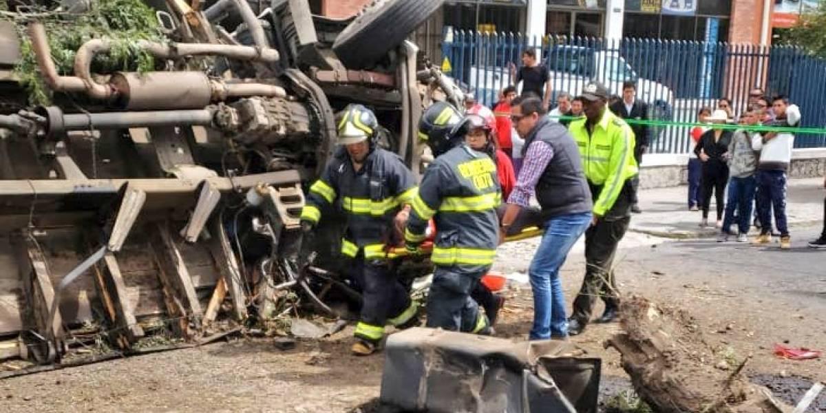 Seis heridos tras accidente de tránsito en el parque de los recuerdos, norte de Quito