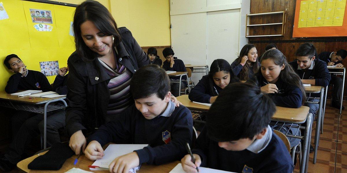 ¿Son felices los profesores chilenos? Estudio asegura que si pero con alto estrés