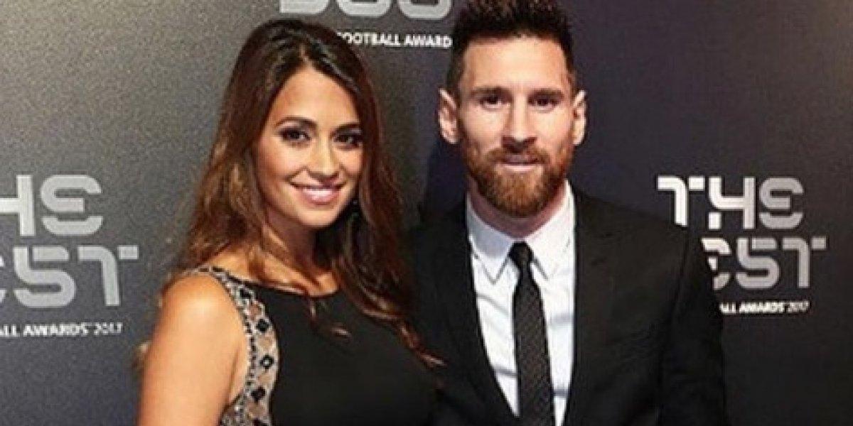 Esposa de Messi viaja de Argentina a Rusia para acompañarlo y rompe rumores