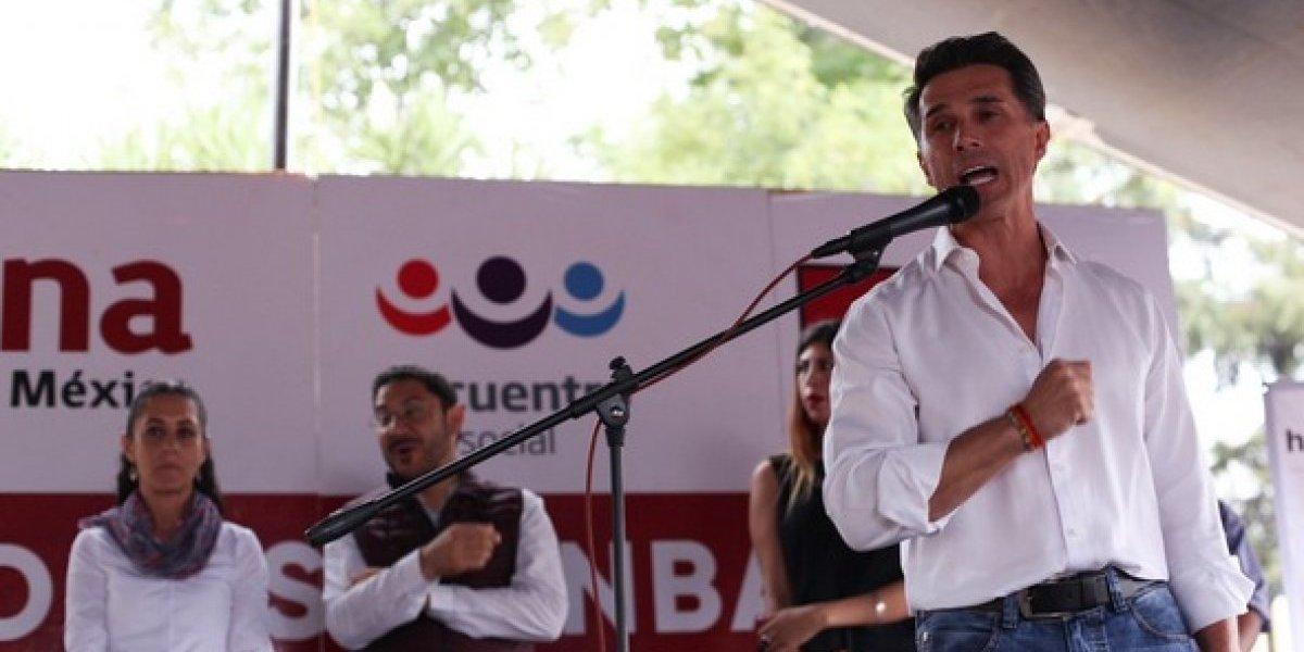 """Sergio Mayer asegura que NAICM causará """"genocidio"""" y lo tunden en redes"""