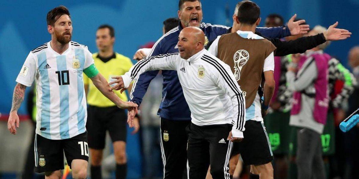 VIDEO: Sampaoli festejó, solo, anotación de Rojo; Messi, hizo gesto amable