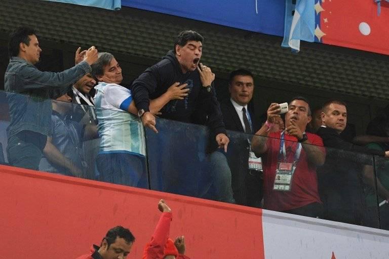Maradona recriminó a algunos aficionados tras la segunda anotación