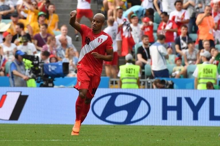Carrillo celebró su tanto con Perú