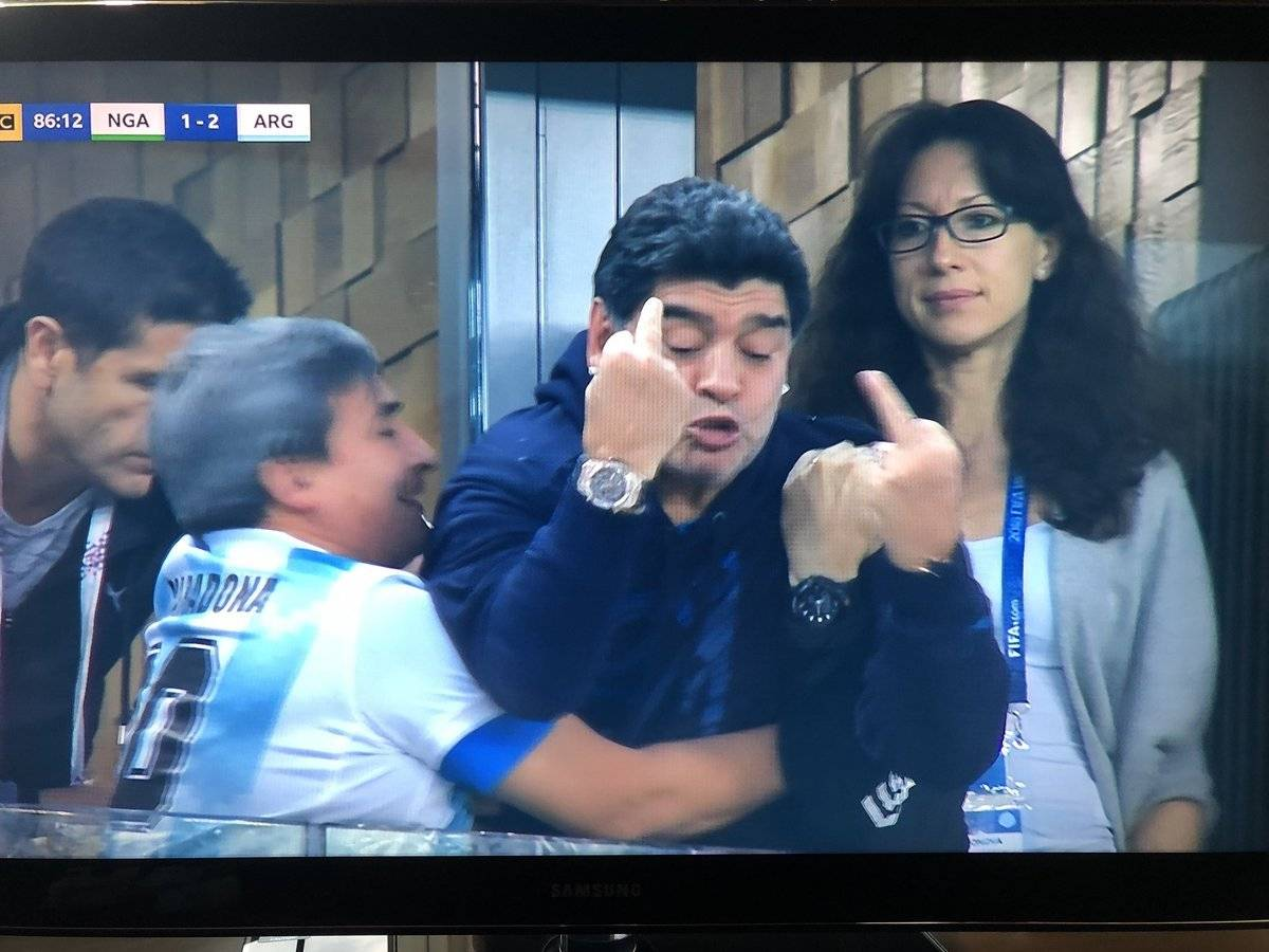 Reacción de Maradona ante victoria de Argentina vs Nigeria