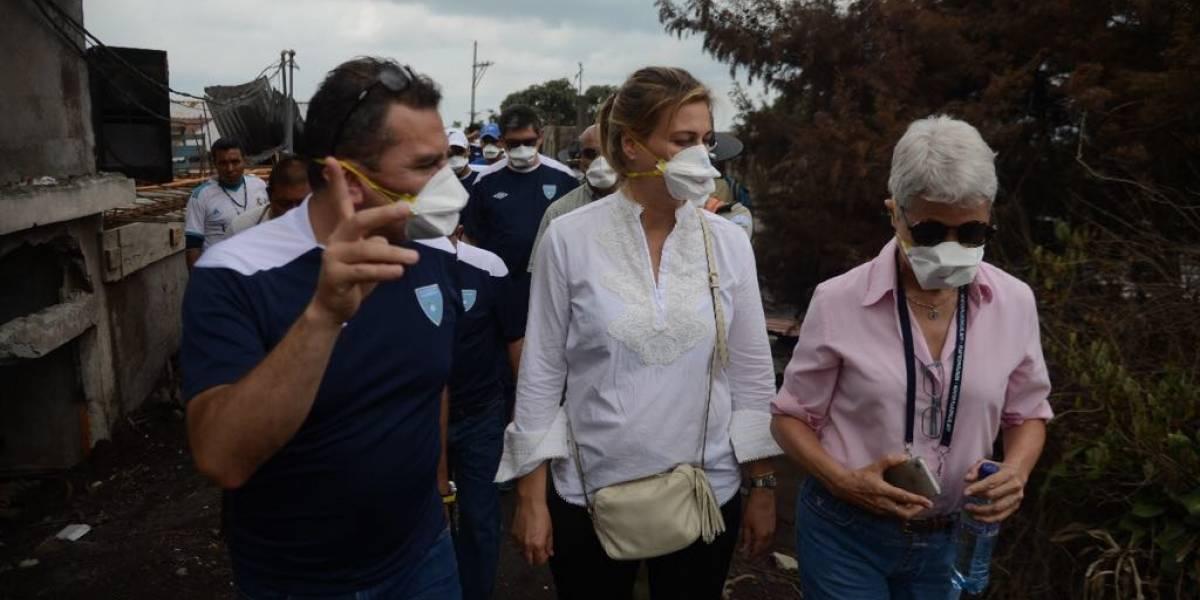 """Misión de FIFA visita la """"zona cero"""", el área más afectada por el volcán de Fuego"""