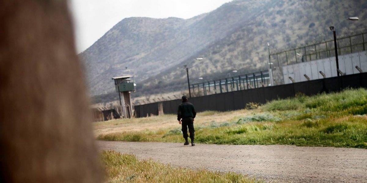 """Gendarmes advierten que el paro también se realizará en Punta Peuco: """"Ahí también tenemos funcionarios con problemas"""""""