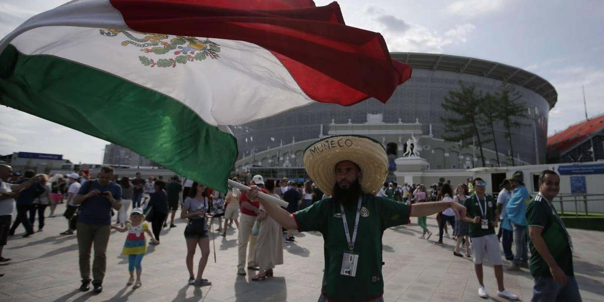 Insólitos festejos de los mexicanos con coreanos tras la clasificación a octavos en  el Mundial