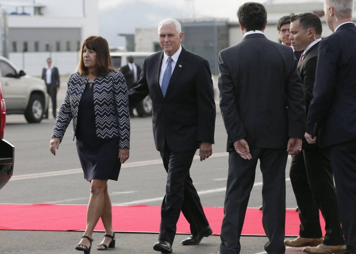 Mike Pence, vicepresidente de EE.UU., llega a Ecuador para impulsar relación bilateral AP