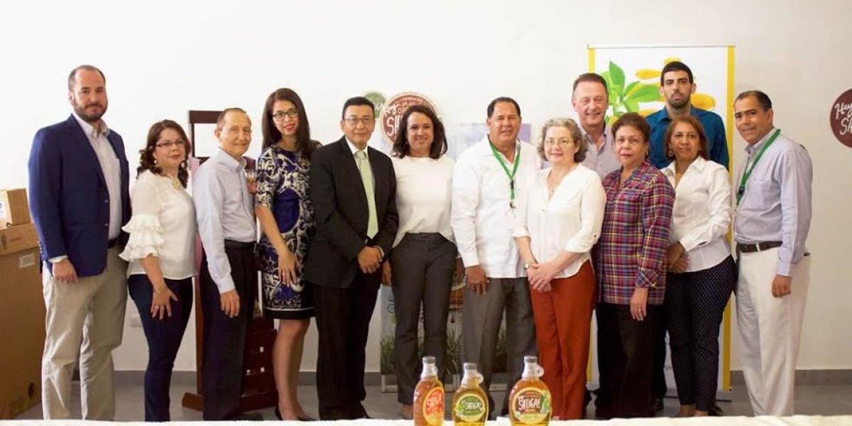 Embajadores de El Salvador y Nicaragua visitan fábrica de azúcar en RD