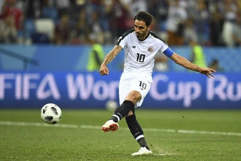 Momento en que Bryan Ruiz ejecuta el penal que le dio el empate a Costa Rica