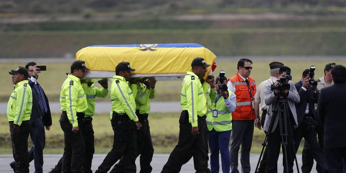 Cuerpos de periodistas de El Comercio llegaron a Ecuador