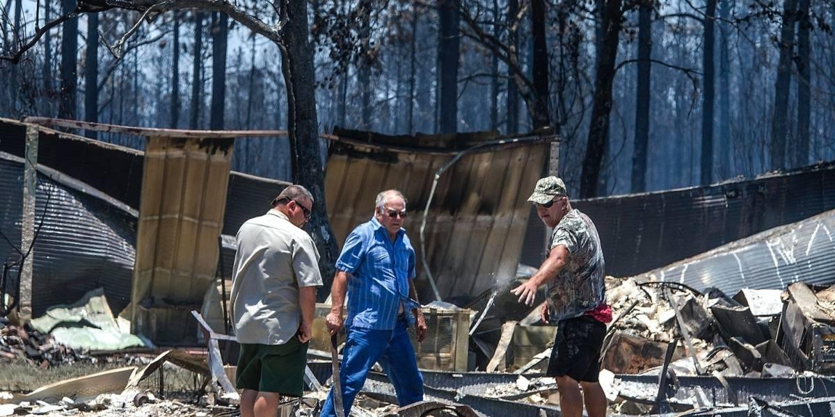 Incendio consume comunidad costera en Florida