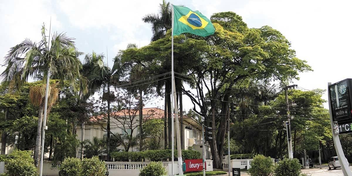 SP: Conselho pede retirada de bandeiras da avenida Brasil