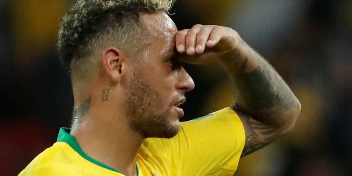 Neymar encontra imagem dele mesmo gigante em prédio: 'tá me encarando?'
