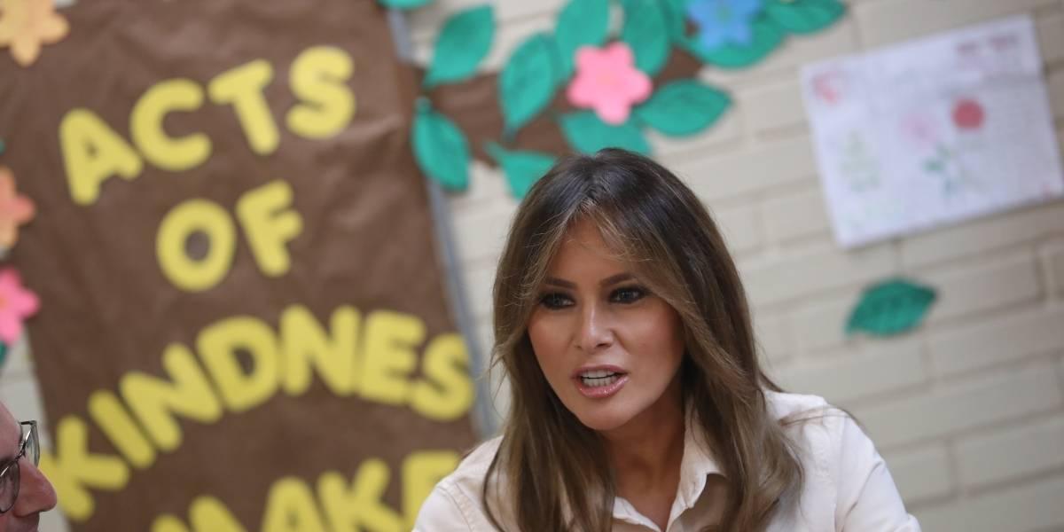 Melania Trump visita de nuevo a niños migrantes en centros de detención