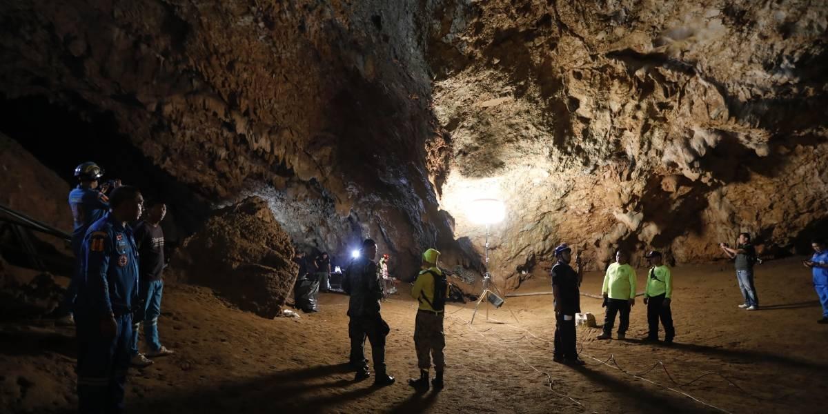 Se agota el tiempo para los niños atrapados en cueva de Tailandia: en horas cruciales militares y buzos extranjeros se unen al rescate