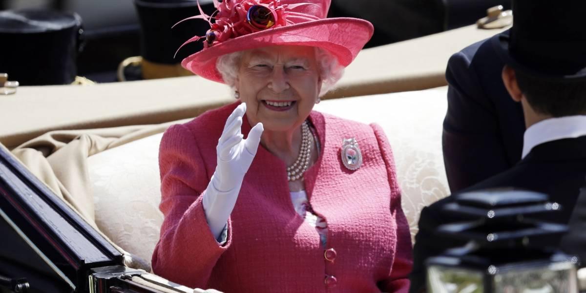 Reina Isabel II no asiste a acto oficial por sentirse indispuesta