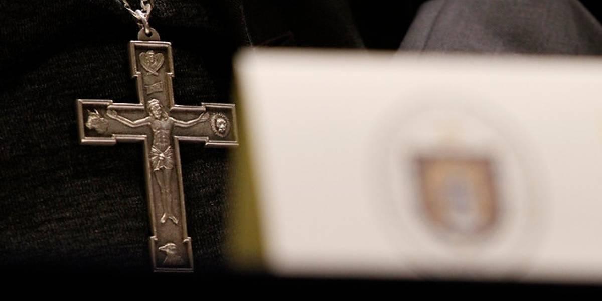 """Obispo de Aysén niega encubrimiento de abusos sexuales y acusa a programa Informe Especial de """"manipulación"""""""