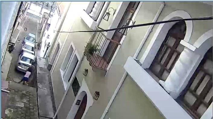 Momento en que casi raptan a una niña en Quito