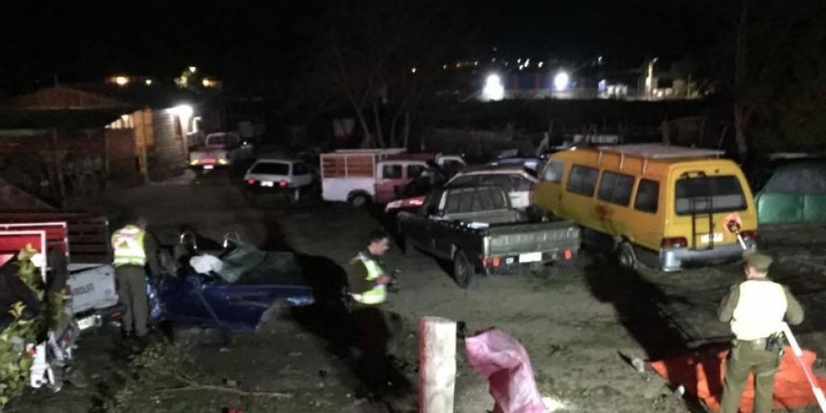 Volcamiento a gran velocidad deja dos jóvenes fallecidos en Curacaví: encuentran botellas de alcohol al interior del lujoso vehículo