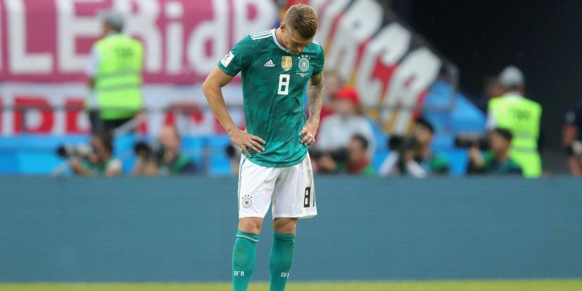 """Ídolo de Alemania destruye a Toni Kroos: """"Hace 15 mil pases y ninguno es para hacer daño"""""""