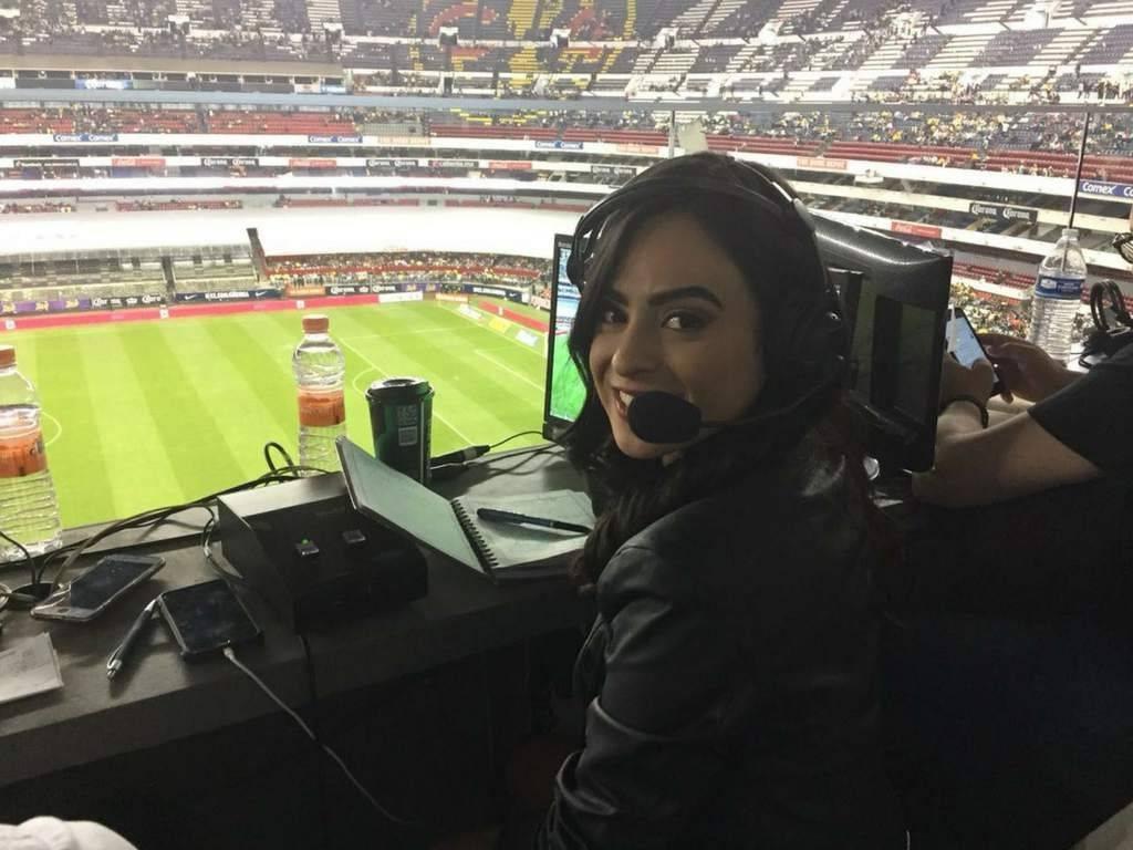 Iris Cisneros es narradora para la cadena Univisión