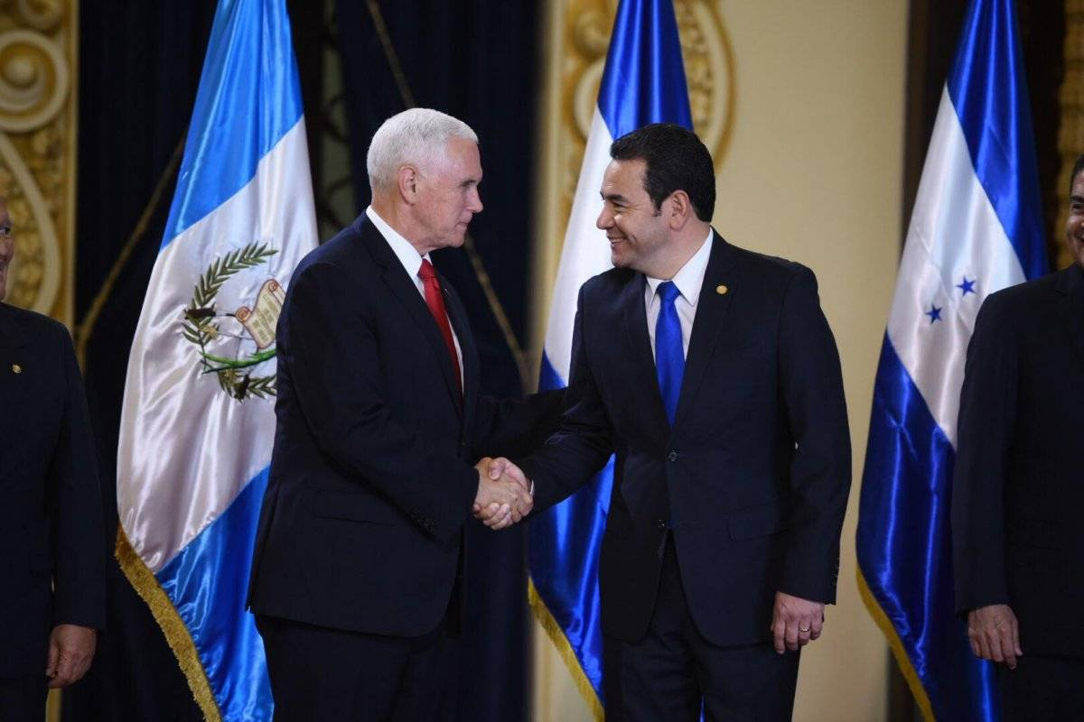 Mike Pence y Jimmy Morales