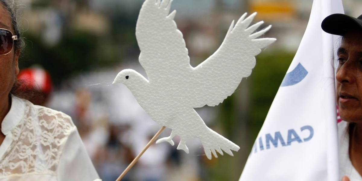 """La fuerte caricatura en donde """"Paloma Violencia"""" mata a la paloma de la paz"""