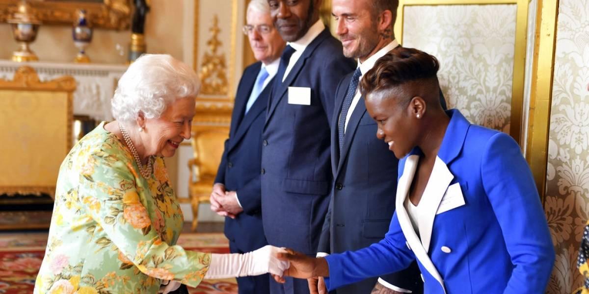 """Reina Isabel II cancela acto porque """"no se siente bien"""""""