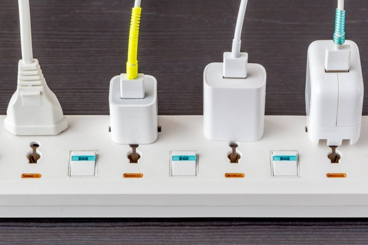 Por que cabos baratos podem causar estragos em seu celular durante o carregamento