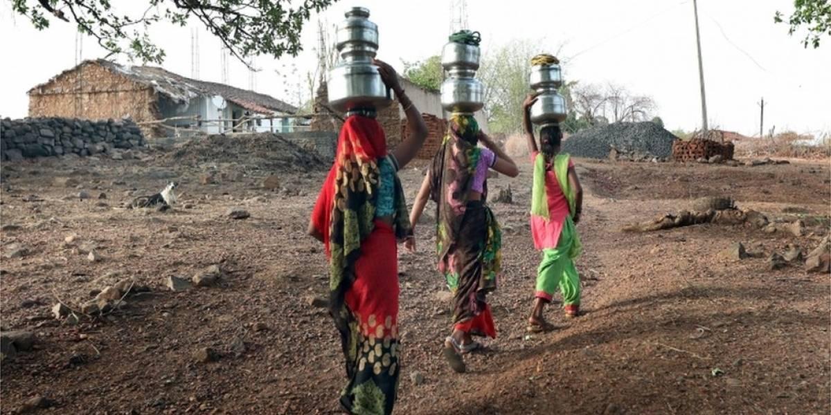 Medo de estupro faz mulheres deixarem de beber água em meio a calor extremo na Índia