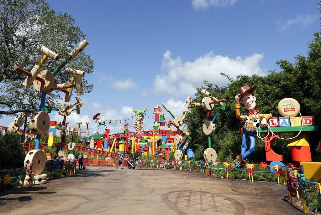 Disney estrena 'Toy Story Land', una atracción para la imaginación sin edad