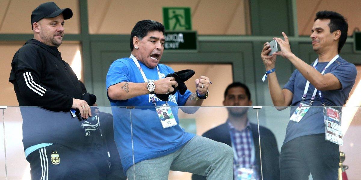 Más encima le pagan: La cifra que recibe Maradona por ir a un partido del Mundial