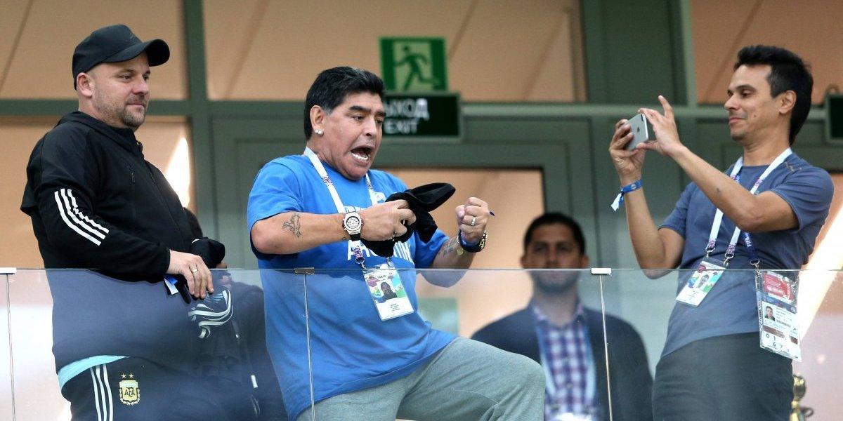 Maradona da pena: da entrevista en un estado poco adecuado manejando un auto