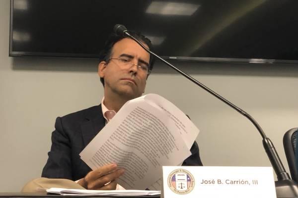 El presidente de la Junta de Control Fiscal (JCF), José Carrión, durante la conferencia de prensa en la que se anunció la recertificación de un nuevo Plan Fiscal. / David Cordero