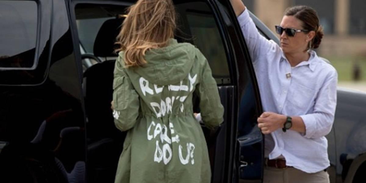 Subastan chaqueta de Zara que usó Melania Trump y le cambian polémico mensaje
