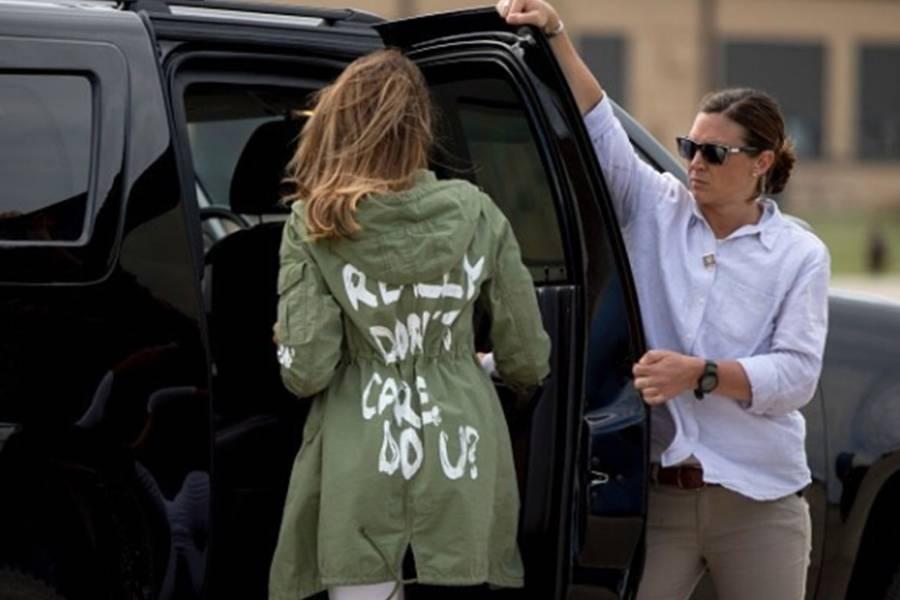 Subastan chaqueta de Zara que usó Melania Trump y le cambian