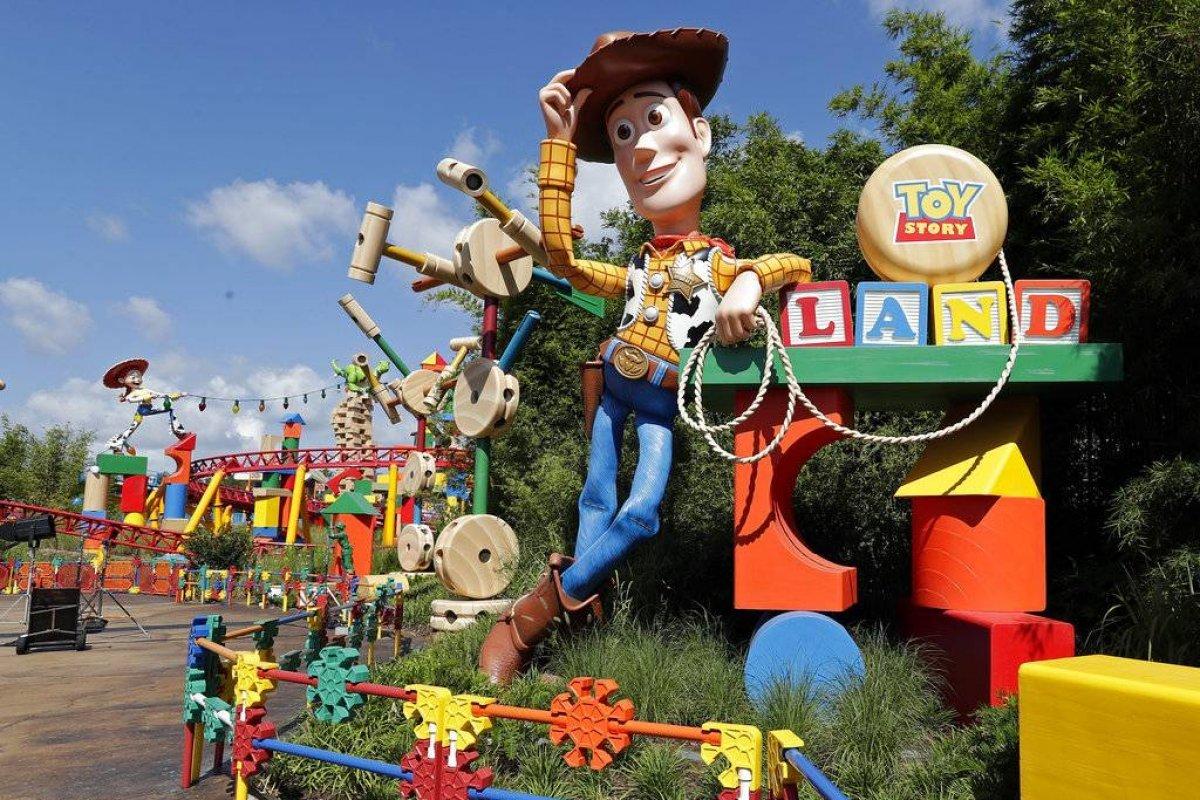En Imagenes Disney Inaugura Parque Tematico De Toy Story En