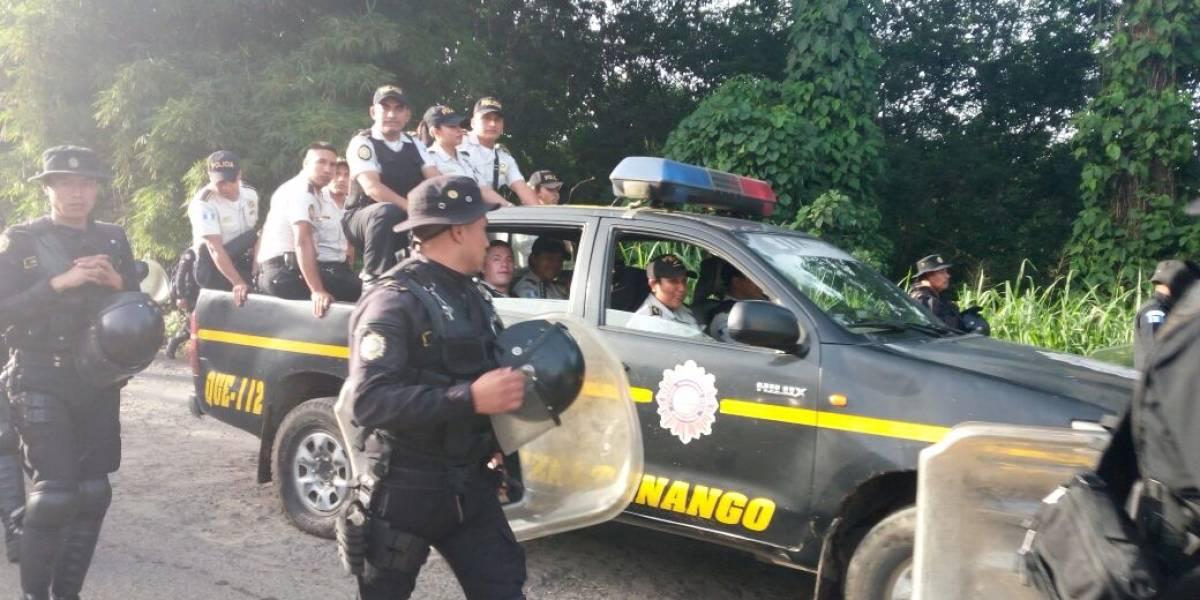 VIDEO. PNC desaloja a manifestantes que bloqueaban paso en Coatepeque